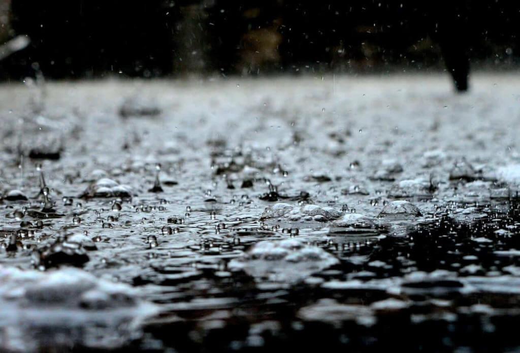 Βροχή στο σπίτι: Μάθετε πως μπορείτε να προστατευθείτε.