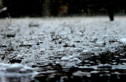 βροχή στο σπίτι